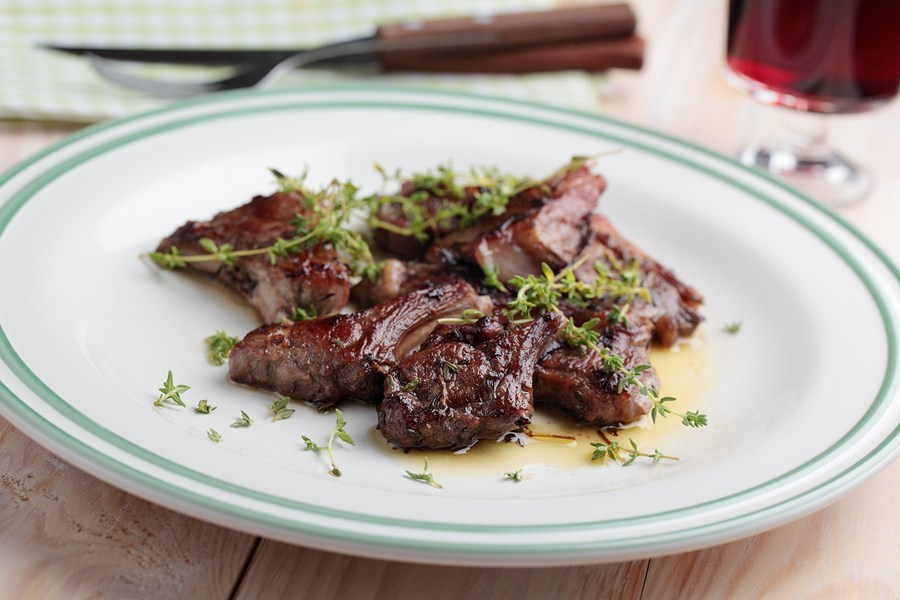 Lamb chops braised in red wine with thyme