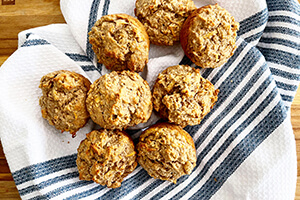 apple pie oatmeal muffins